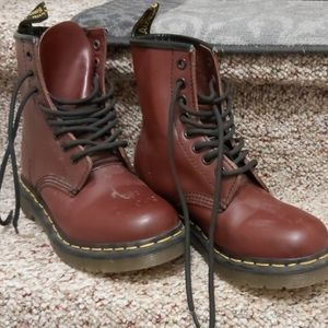 Dr.martens cherry boots size 6, good condition